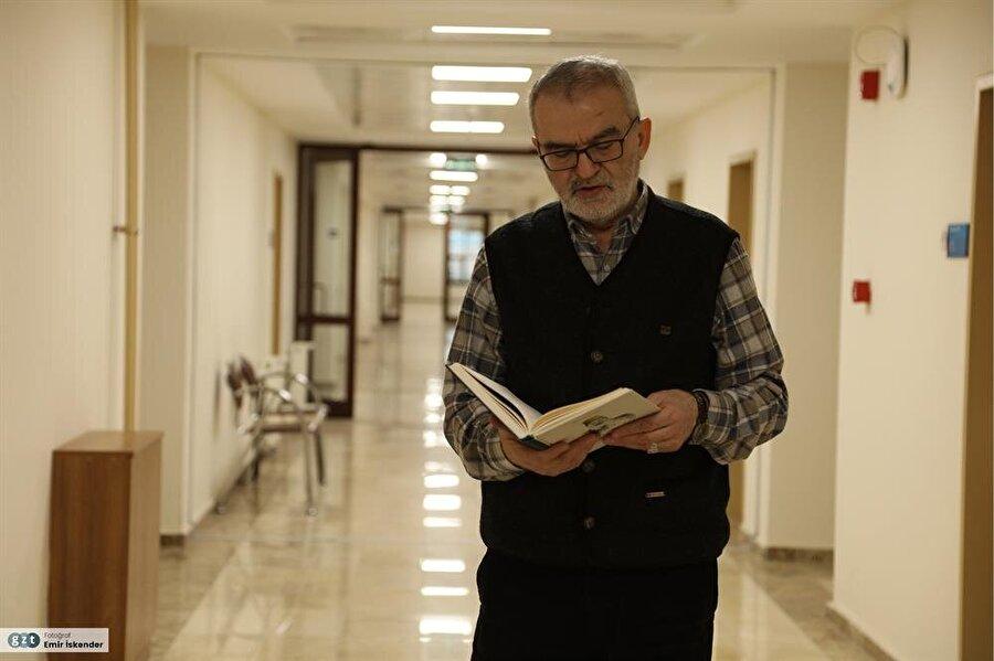 """Gazi Üniversitesinde """"Hayretî Divanı'nda Din ve Tasavvuf"""" konusunda yüksek lisans (1986), """"Yunus Emre Divanı-İnceleme, Tenkitli Metin"""" konusunda doktora (1990) yaptı."""
