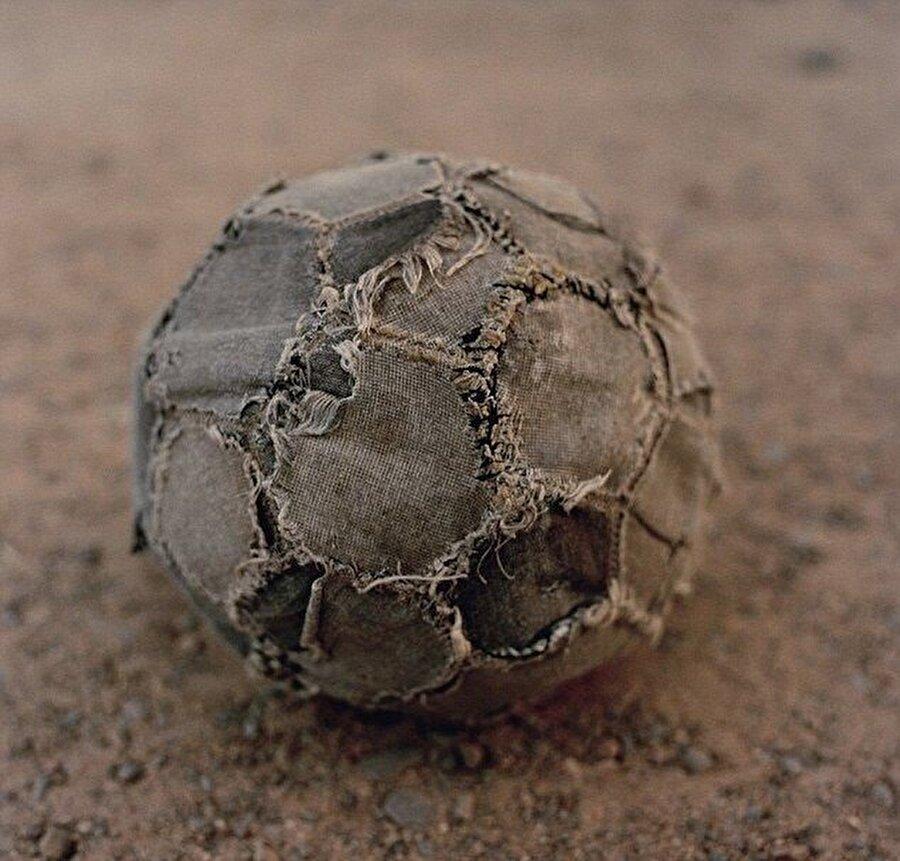 Futbolla ilgilenmeyenlere meşin yuvarlağın heyecanını anlamasını beklemek bir hayli zor...