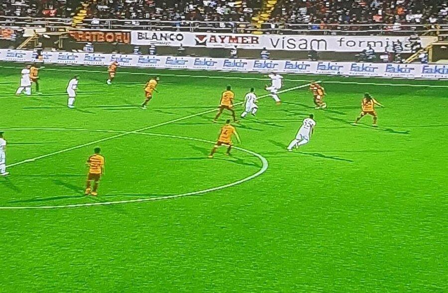 Ahmet Çakar'ın maçın hakemini hedef aldığı pozisyon