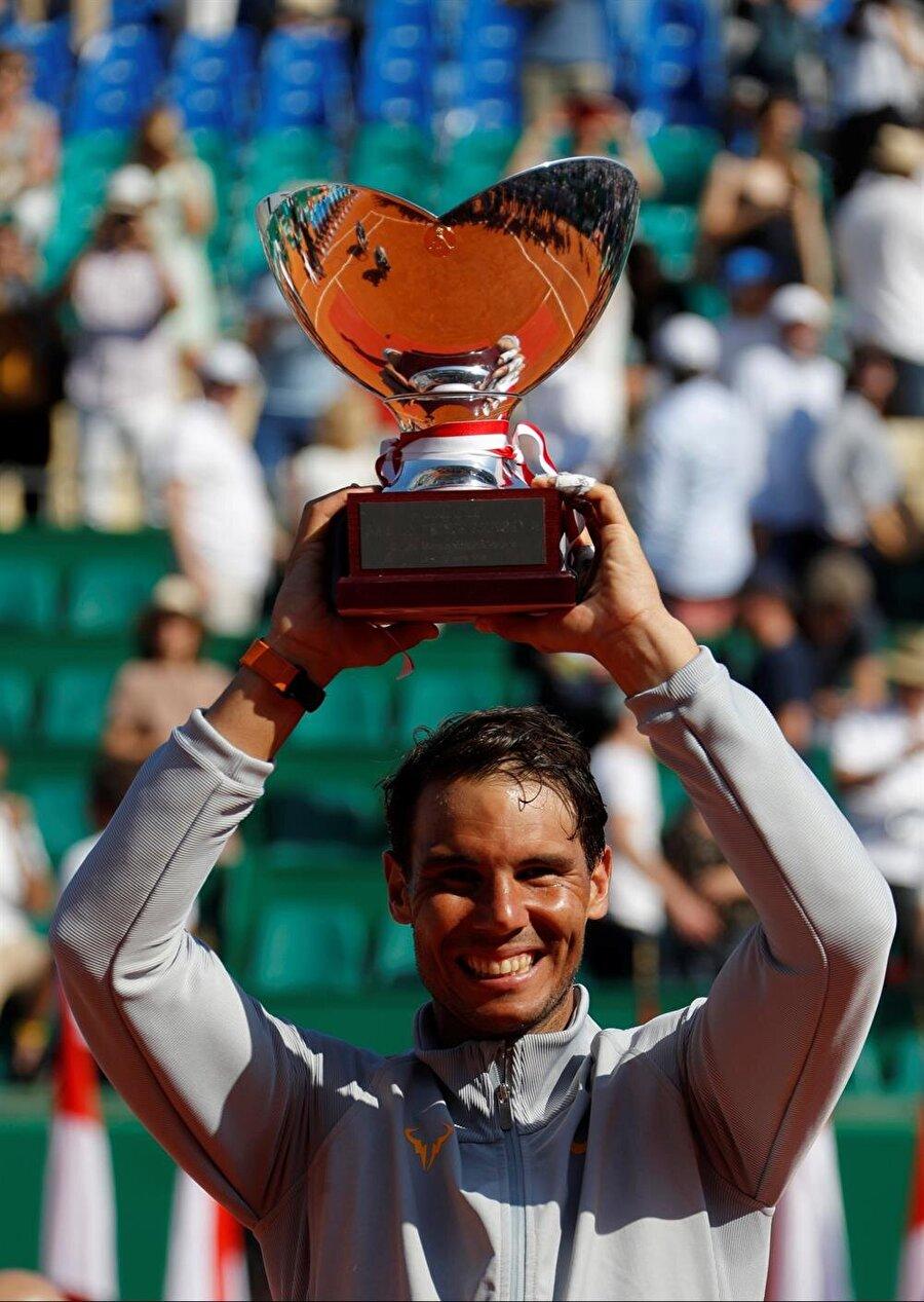 Tarihin en fazla toprak kort turnuvası kazanan tenisçisi Nadal, rekoru 54 şampiyonluğa çıkardı.