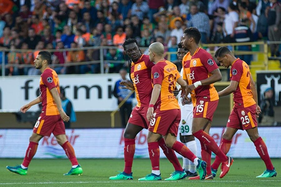 Sarı-kırmızılı futbolcular derbi öncesinde kendi aralarında bir toplantı yapacak. nFotoğraf: AA