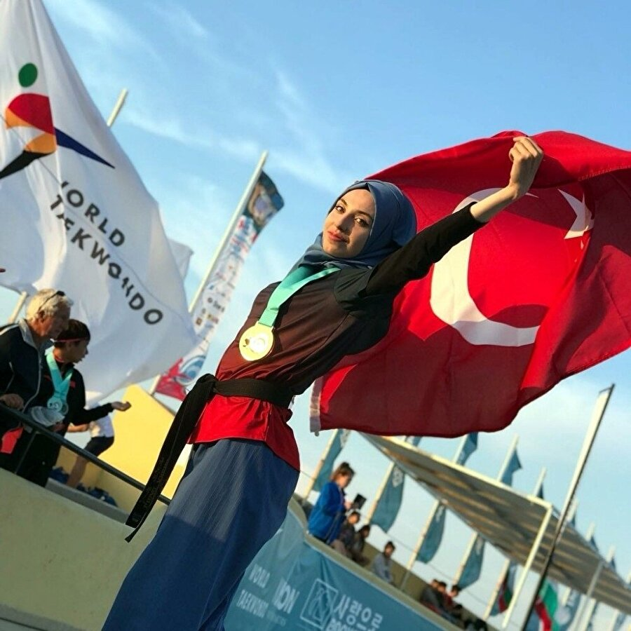 Kübra Dağlı üç madalya ile Türkiye'ye dönüyor. nFotoğraf: İHA