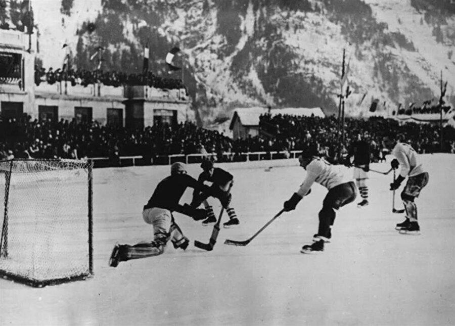Tarihin ilk kış oyunları 1924 yılında gerçekleştirildi.