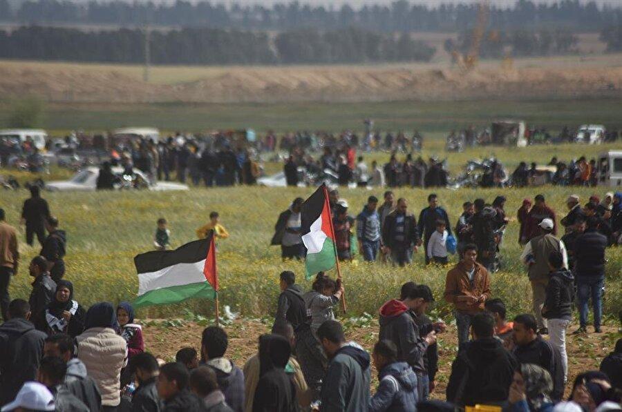 """Gazze'de abluka altında yaşayan Filistinliler, 30 Mart'ta """"Büyük Dönüş Yürüyüşü"""" başlattı."""