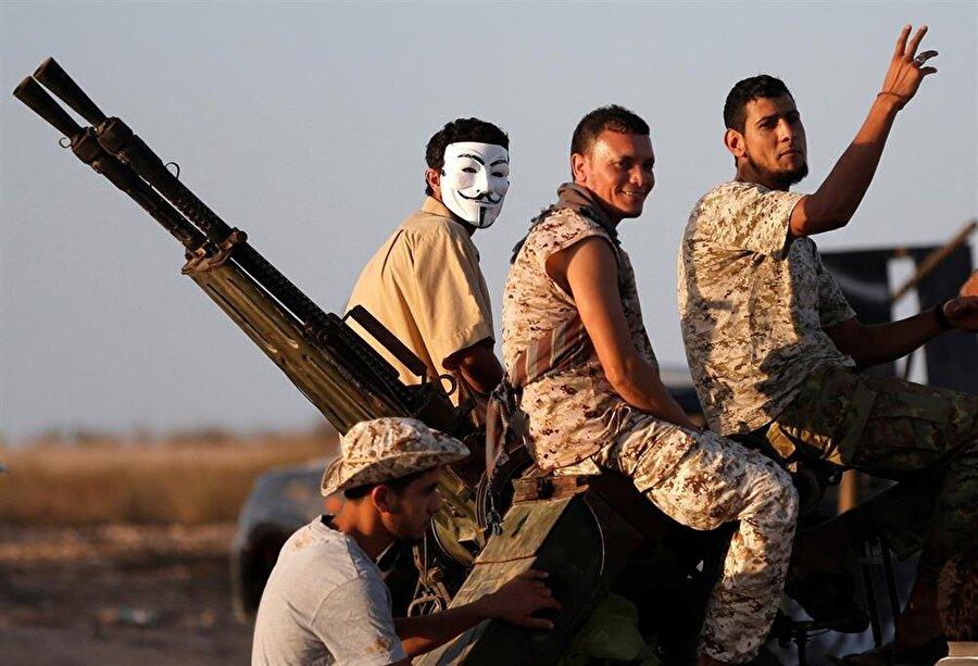 Libya sınırları içerisinde birbiriyle çatışma halinde pek çok yapı bulunuyor. (Goran Tomasevic / Reuters)