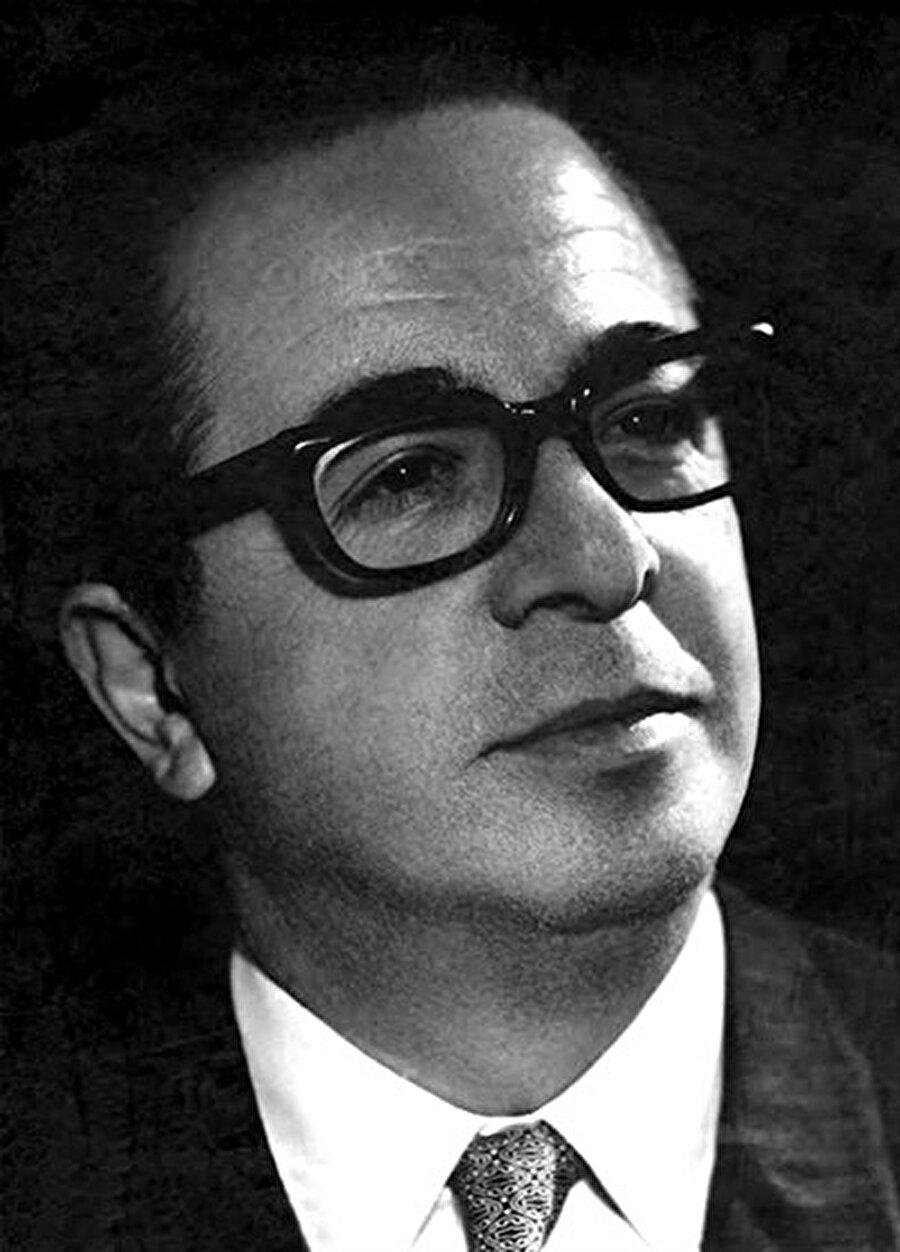 Prof. Dr. Fahir Armaoğlu.