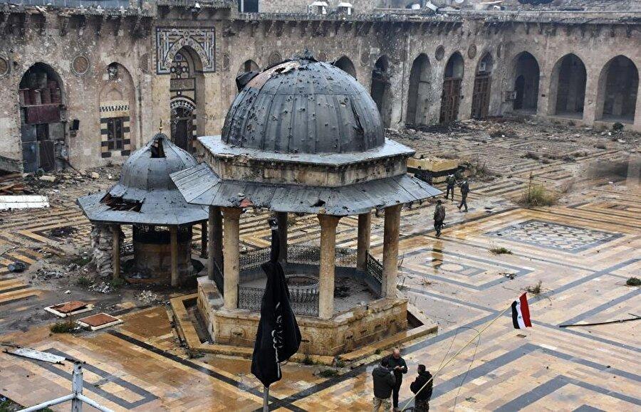Halep Emevi Camii, rejimle muhalifler arasındaki çatışmalarda büyük ölçüde tahrip oldu.