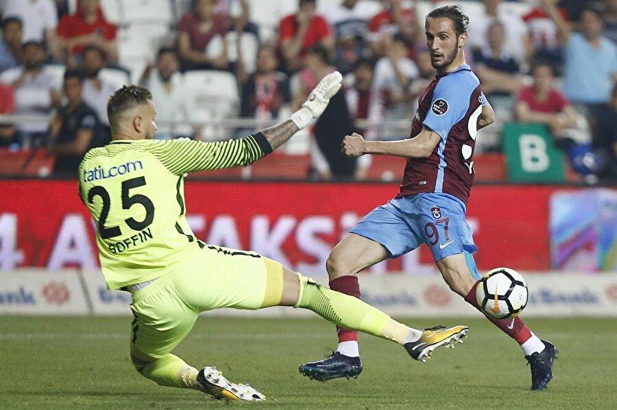 Yusuf Yazıcı bu sezon çıktığı 33 maçta 8 kez fileleri havalandırdı.nFotoğraf: AAn