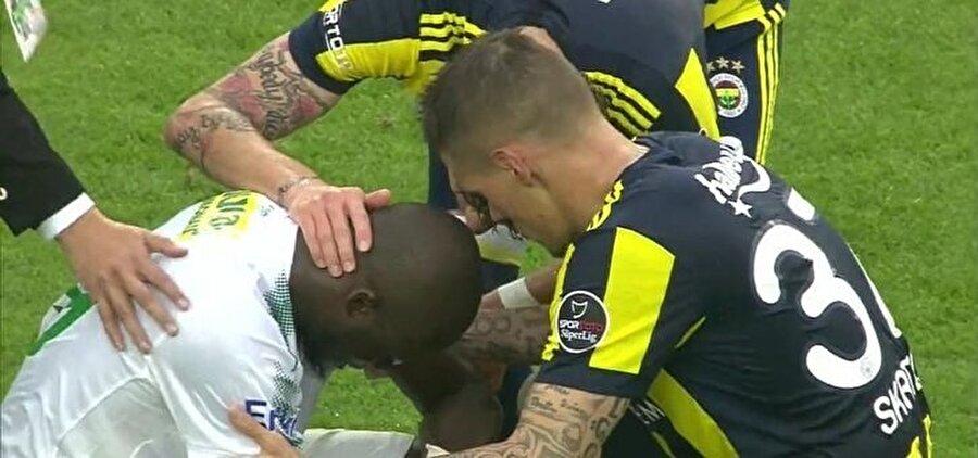 Eski takım arkadaşları, maç sonunda Sow'u teselli etmeye çalıştı.