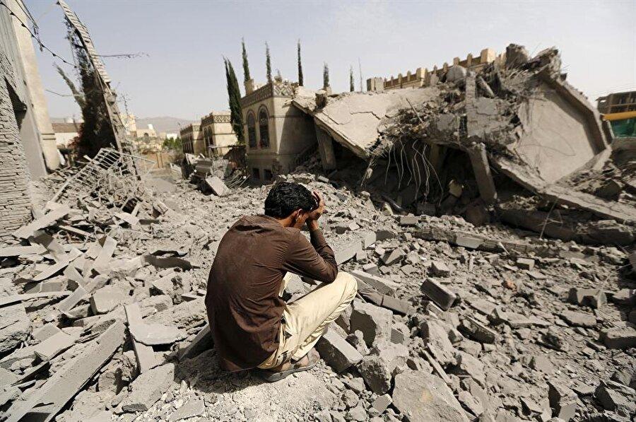 Suudi Arabistan'ın Yemen'de sürdürdüğü abluka nedeniyle milyonlarca insan yaşam mücadelesi veriyor. (Khaled Abdullah / Reuters)