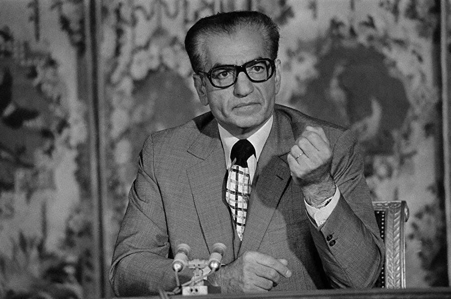 Şah Muhammed Rıza Pehlevi.