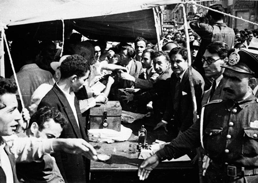 1953 yılında gerçekleşen darbeyle pek çok Tudeh mensubu tutuklandı.