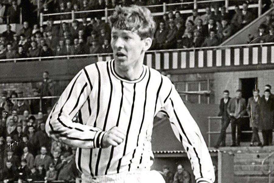İskoç'nın yetiştirdiği en önemli isimlerden olan Alex Ferguson, İngiliz futbolunda tarih yazdı.