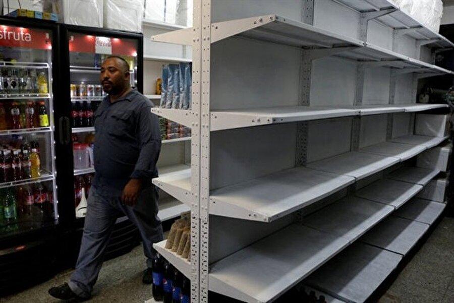 Venezuela'da market rafları boş kaldı.