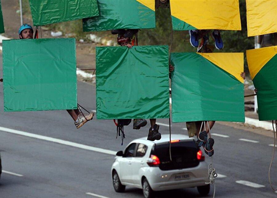 Dağcılar tehlikeli bir işe imza attı. Fotoğraf: Reuters
