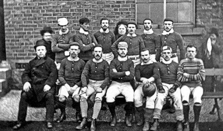 Futbol tarihinin ilk derbisi 1860 yılında oynandı.