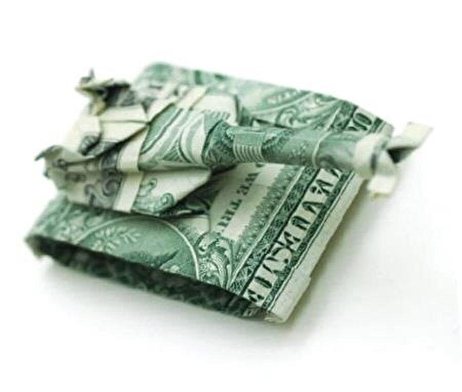 Dolar kimlik olma özelliğini Serdes isimli Lidyalı tüccardan 2200 yıl, benimsediğimiz miladın ise 1600 yıl kadar sonrasında kazanmıştı.