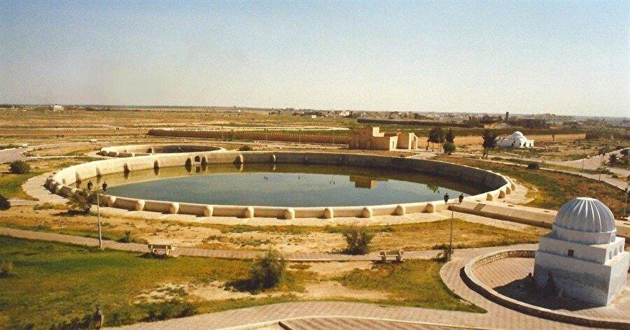 Kayravan'daki Ağlebî sarnıçları, Ortaçağ hidrolik teknolojisinin en dikkate değer örneklerinden.