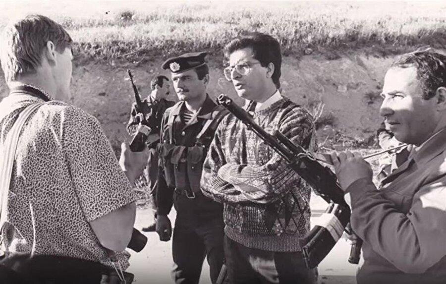 Yuri Kovalyov (Şapkalı), Azerbaycan Polis Özel Harekatı birliklerinde görev aldı.