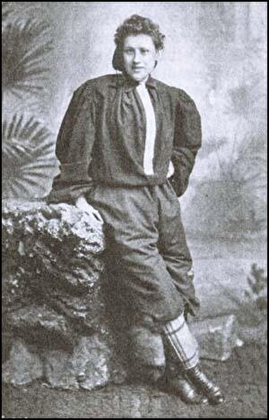 Nettie Honeyball tarihte bilinen ilk kadın futbolcu.