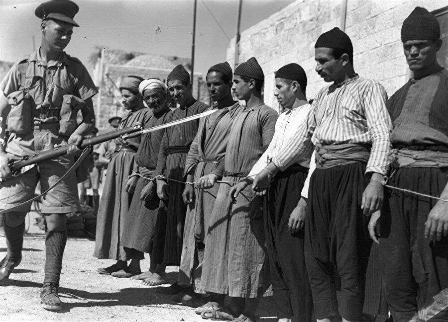 İngiltere'nin Filistin'de yaklaşık 30 yıl süren manda idaresi, Arapların ciddi sıkıntılar çektiği bir dönemdi.