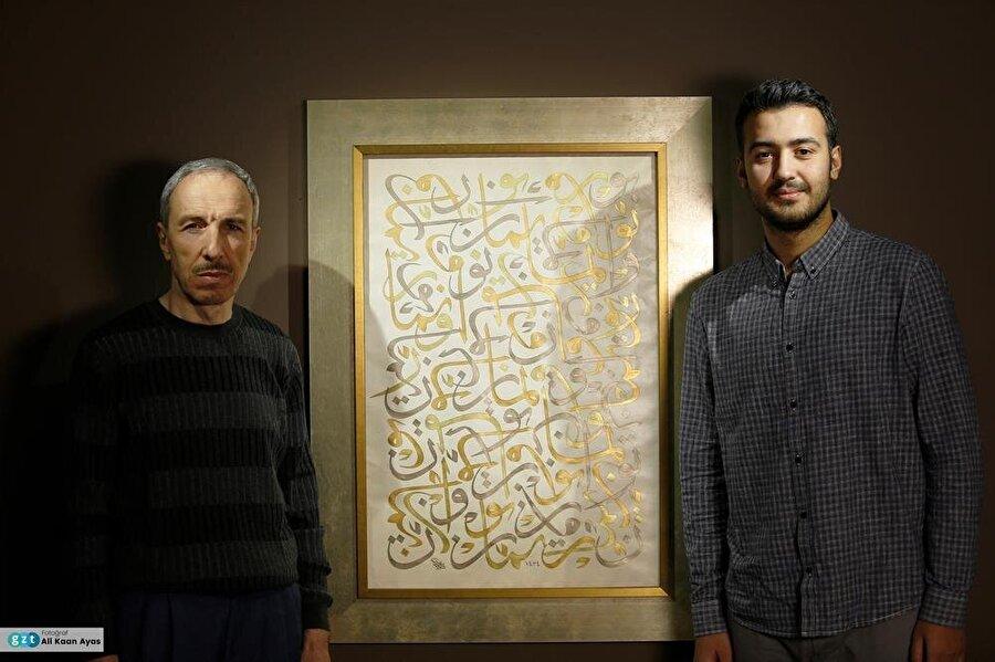 Mehmed Özçay'ın yurt içi ve yurt dışındaki muhtelif müze ve koleksiyonlarda, celî sülüs, sülüs, nesih, icâze ve celî dîvânî hat nevîleriyle yazdığı 300'ü aşkın eseri bulunmaktadır.