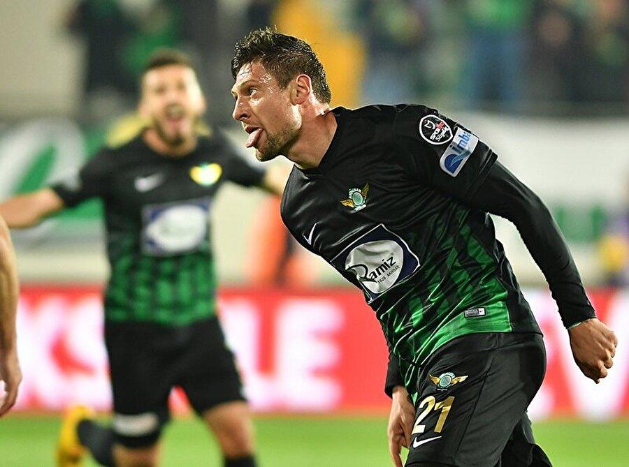 32 yaşındaki futbolcu bu sezon Akhisarspor ile 35 maça çıktı. Ukranyalı futbolcu söz konusu maçlarda 11 gol atıp 3 asist yaptı.