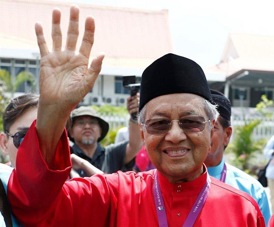 22 yıl görevde kalan Mahathir Muhammed, 2003'te kendi isteğiyle emekliye ayrılmıştı. (Lai Seng Sin / Reuters)