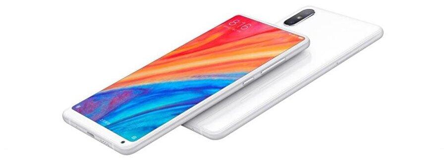Şirketin yeni tepe seviyesi Xiaomi Mi Mix 2S'in arkasında çift kameraya yer verilmişti.