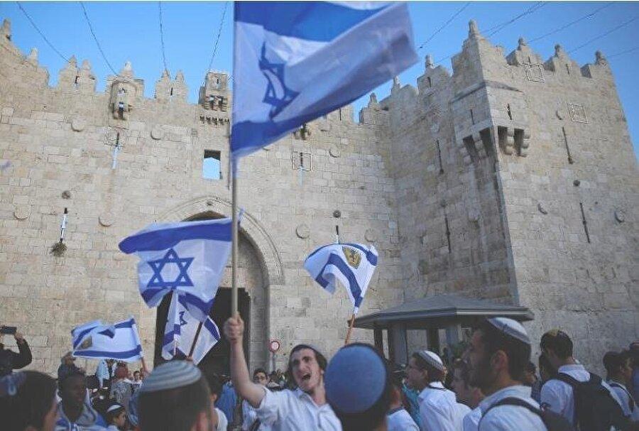 Büyükelçiliğin açılışını kutlayan İsrailliler, korkunç sloganlar attı.