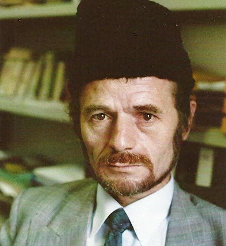 Mustafa Abdülcemil Kırımoğlu, Kırım Tatarı siyasetçi ve Kırım Tatar Millî Meclisi Başkanı.