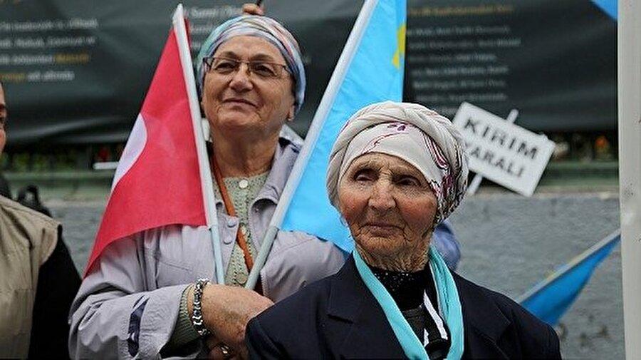 1989'dan itibaren bürokratik engellere, polis baskısına ve ağır maddi koşullara rağmen sürgün yerlerinden Kırım'a topluca dönüşler başlattılar. Bu süreç sonunda 250 binin üzerinde Kırım Tatarı vatanına dönebildi.
