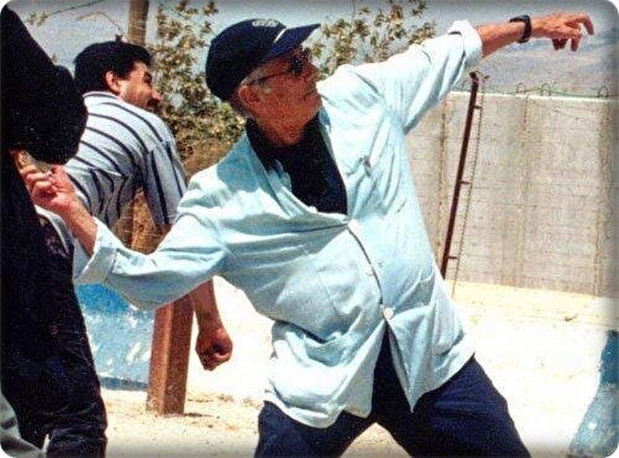 Edward Said'i İsrail'e taş atarken gösteren 3 Temmuz 2000 tarihli bu fotoğraf, ciddi bir gürültü koparmıştı.
