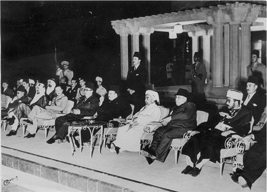 Arap Birliği'ni kuran ülkelerin liderleri, Mısır'ın başkenti Kahire'de bir arada, 1948
