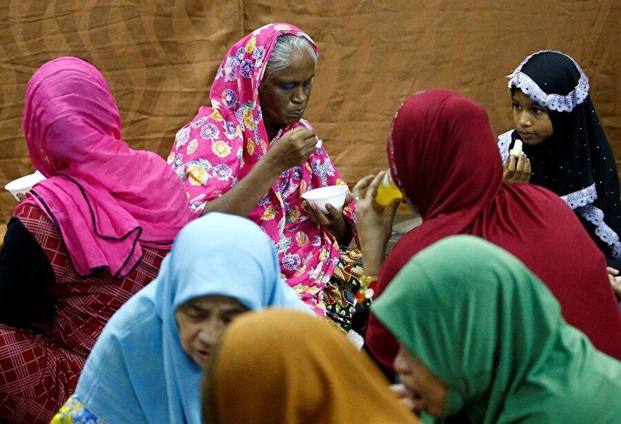 Singapur'da iftar sevinci. (Reuters -Stringer)