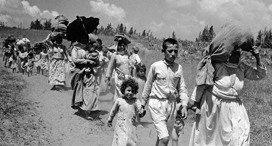 Filistinliler yüz yıllardır yaşadıkları topraklardan sürgün edildi.