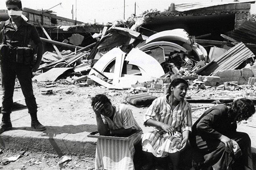 İsrail ordusunun gözetimi altındaki Falanjistler, Sabra-Şatilla Kampları'ndaki binlerce Filistinliyi katlettiler.
