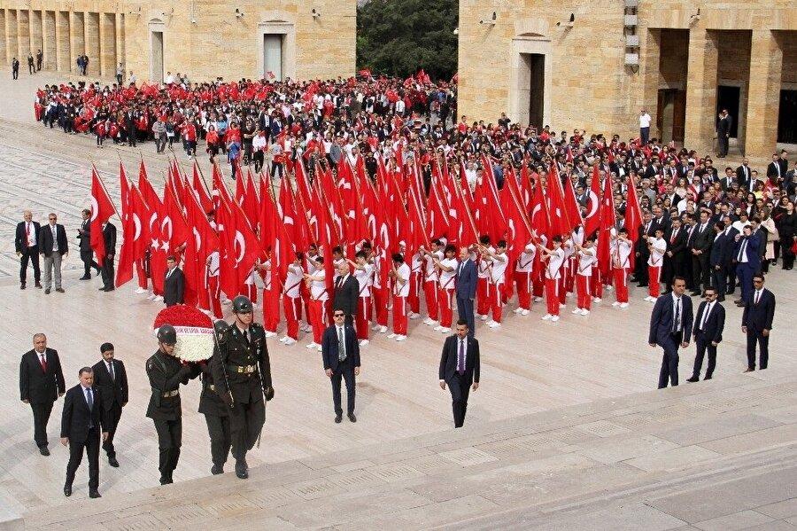 Resmi törenler Anıtkabir'de başladı.