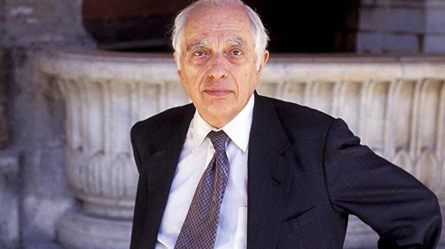 Bernard Lewis, Türkçeye çevrilen eserleri sayesinde Türkiye'de de yakından tanınan bir isimdi.