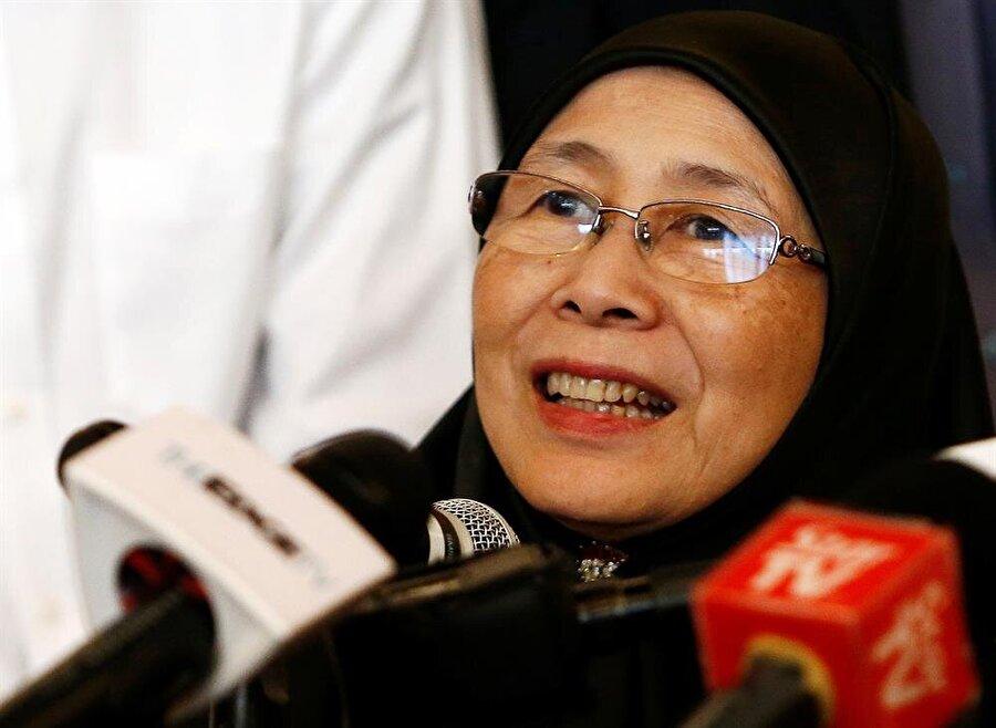 Enver İbrahim'in eşi Wan Azize Wan Ismail (Lai Seng Sin / Reuters)