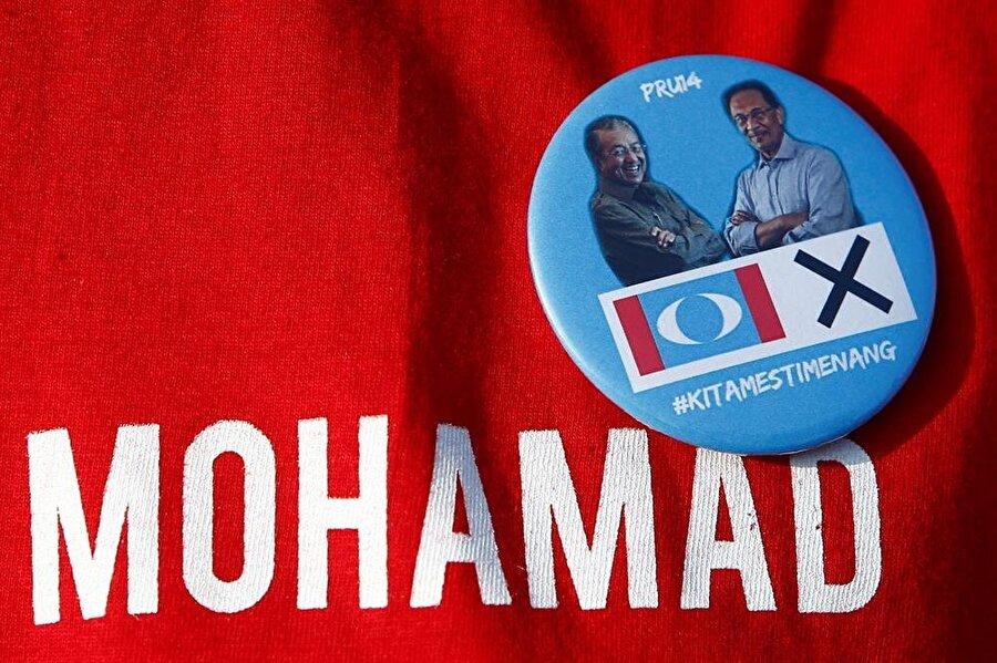 Mahathir Muhammed ve Enver İbrahim, 2018 seçimlerine aynı ittifakın çatısı altında girdiler.