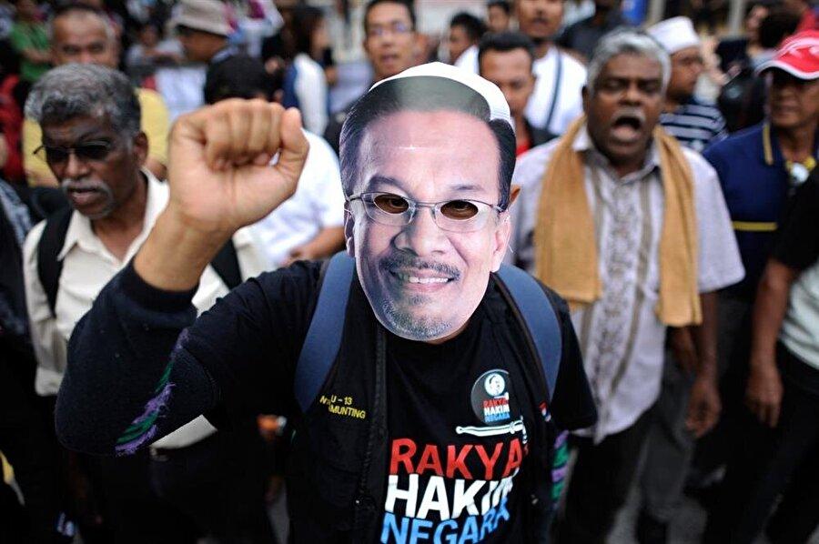 İbrahim tutuklu olduğu süre boyunca da Malezyalılar tarafından kendisine destek vermek amacıyla pek çok organizasyon düzenlendi.