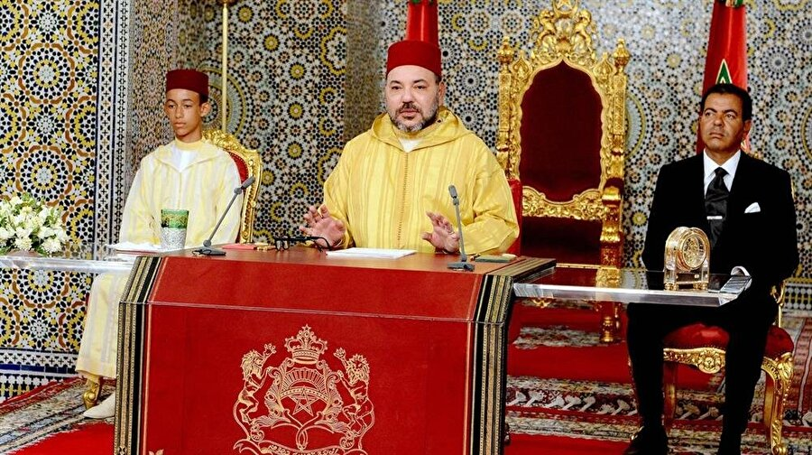 Fas Kralı Altıncı Muhammed, bir basın toplantısı sırasında.