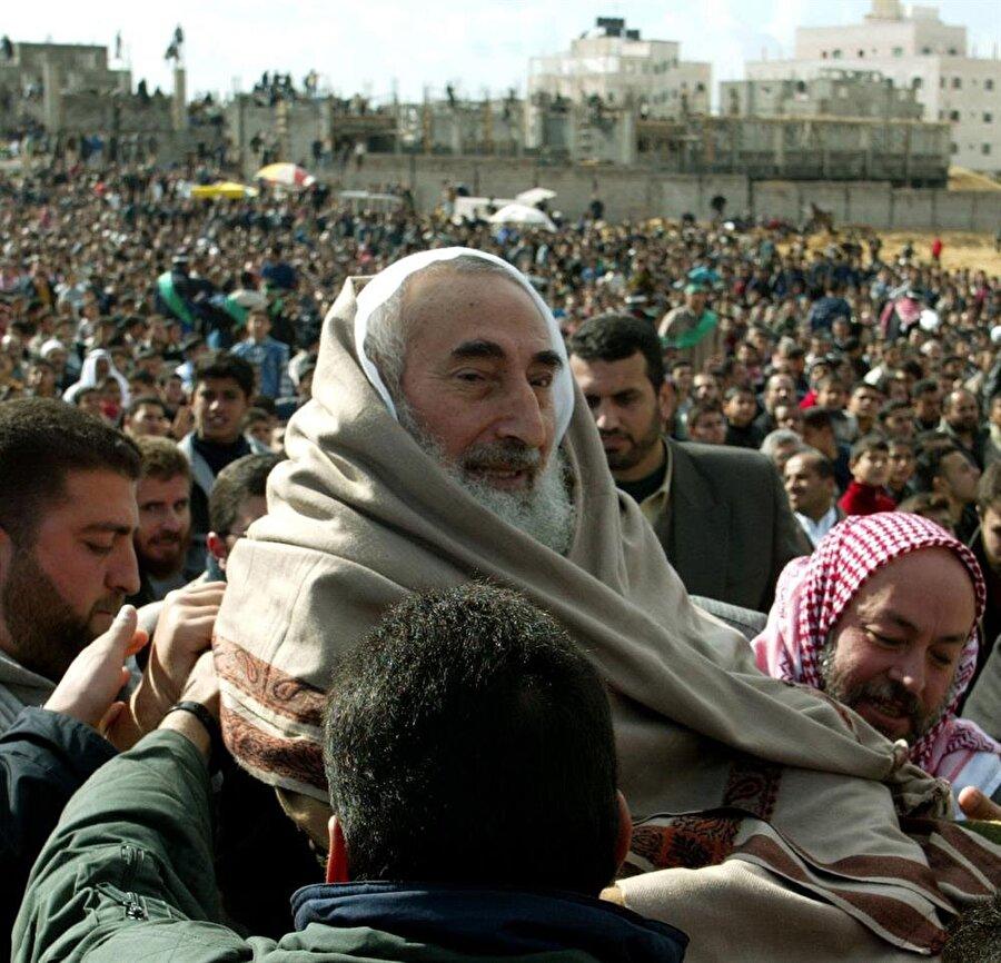12 yaşından itibaren tekerlekli sandalyeye mahkum yaşayan Ahmed Yasin, Hamas'ın kurucu lideriydi.