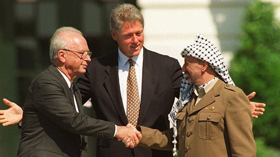 Arafat'ın İsrail'le diyaloga açık çizgisi, Filistinlilerin bir kesimi arasında öfke uyandırıyordu.