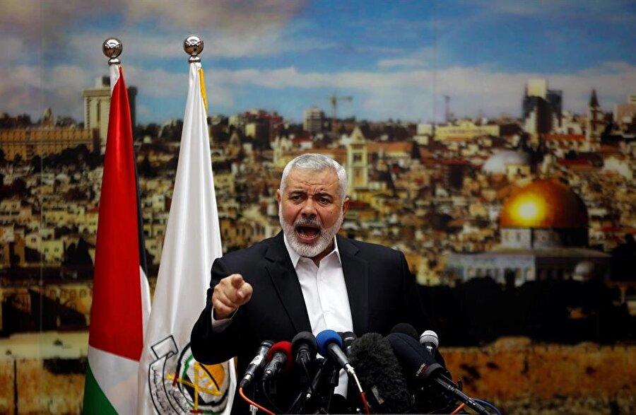 Hamas lideri İsmail Haniye, Gazze'de bir basın toplantısı sırasında.