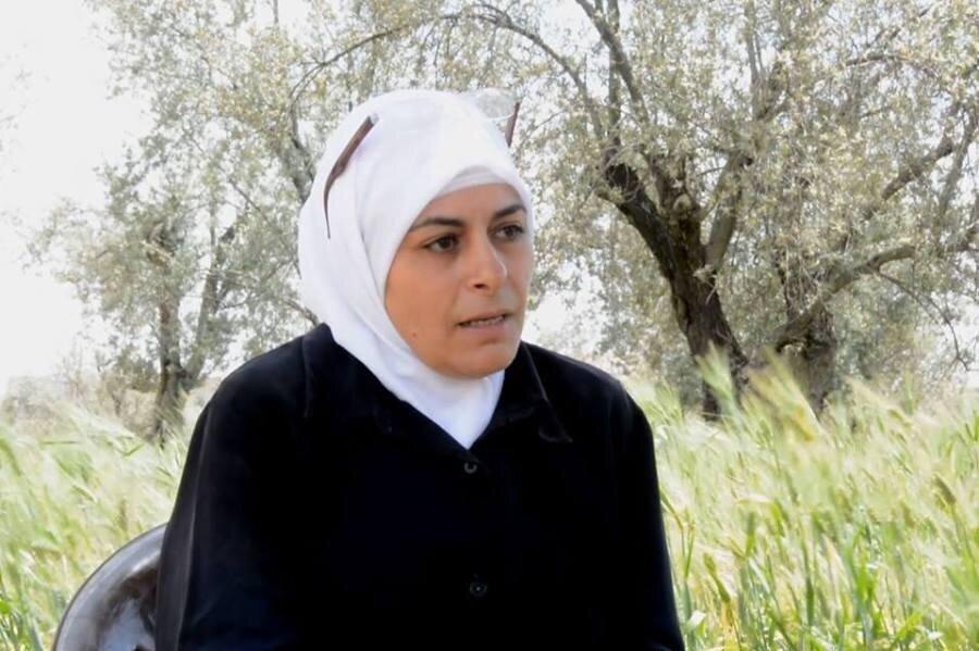 Umm Samih, Filistin göçmeni bir babanın kızı.