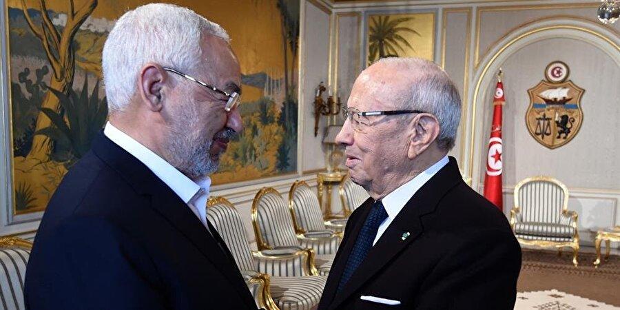 Nahda Lideri Raşid Gannuşi (solda), seküler Cumhurbaşkanı Becî Kâid es-Sebsî ile.