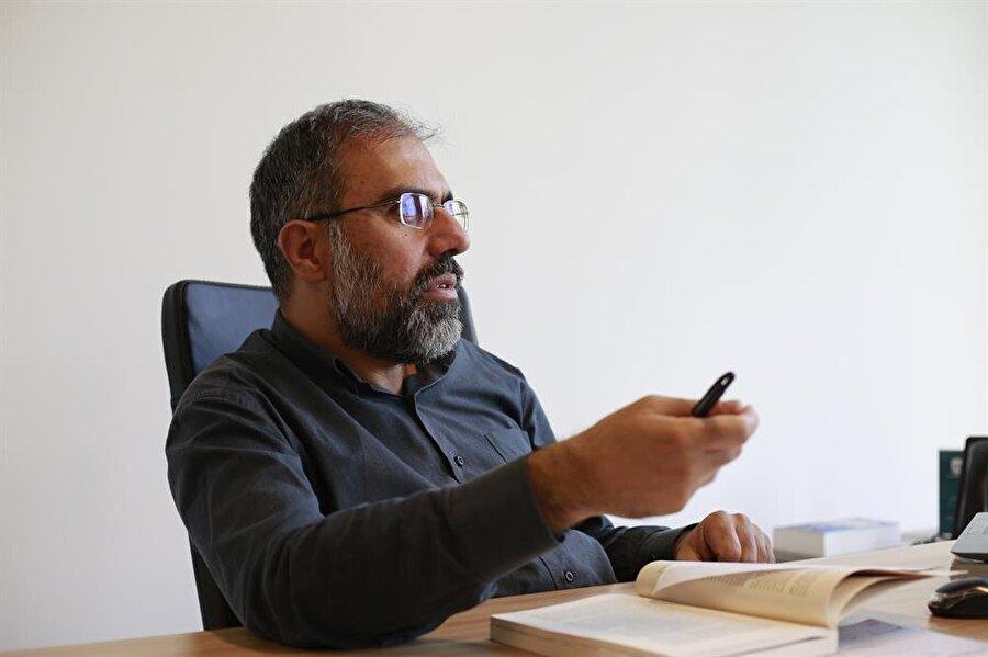 """Prof. Dr. Büyükkara'nın """"Çağdaş İslâmi Akımlar"""" kitabı, İslâm dünyasındaki fikri ve siyasi manzaraya dair ayrıntılı bir perspektif sunuyor. (Fotoğraf: İsmail Çağılcı)"""
