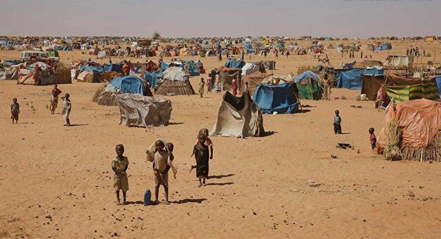 Çatışmalar sebebiyle, yüz binlerce insan derme-çatma çadırlarda yaşamını sürdürüyor.